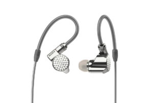 IER-Z1R Kulak İçi Kulaklık ve DMP-Z1 Dijital Müzik Çalardan oluşan yeni seçkin ses ürünleri yelpazesiyle Sony Signature Series ailesini genişletiyor.